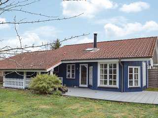 Nice home in Odder w/ Sauna and 4 Bedrooms (D84122)