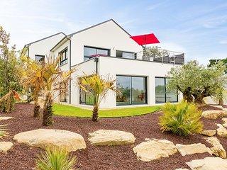 Keroulaouen Villa Sleeps 10 with Pool and WiFi - 5822355