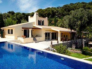 Villa Naldera by Helion Villas