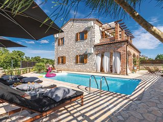 Nice home in Cabrunici w/ Outdoor swimming pool, Outdoor swimming pool and 4 Bed