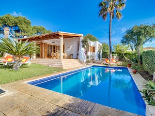 Villa 60 in Cala Mandia with private pool and clos