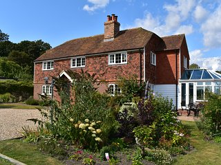 Tollgates, Rye, East Sussex, sleeps 9 guests in a 5 bedroom house with parking