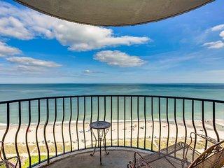 Ocean-view Condo w Balcony
