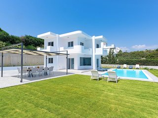 5 bedroom Villa with Pool, Air Con and WiFi - 5812953