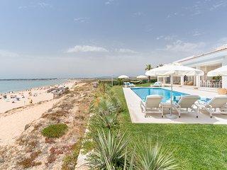 Salgados Villa Sleeps 10 with Pool and Air Con - 5812961