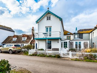 The Legacy, Rye Harbour, East Sussex, Sleeps 4, dog friendly only 2 miles to Rye
