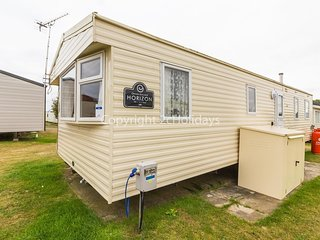 8 berth caravan for hire at California cliffs in Norfolk ref 50004aE