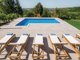 Amazing home in Zagreb w/ Outdoor swimming pool, WiFi and Outdoor swimming pool