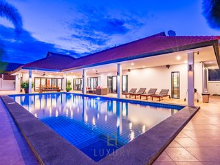 5 Bedroom Private Pool Villa In Great Location!
