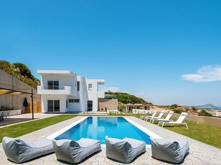 4 bedroom Villa with Pool, Air Con and WiFi - 5812955