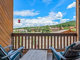Mountain view condo w/ fireplace, deck & jet tub - 300 feet to ski