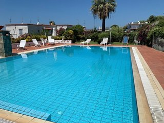 2 bedroom Apartment with Pool, WiFi and Walk to Beach & Shops - 5082617