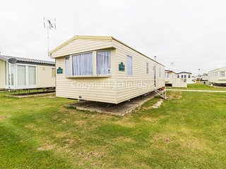 8 berth caravan for hire at St Osyths holiday park in Essex ref 28026FI