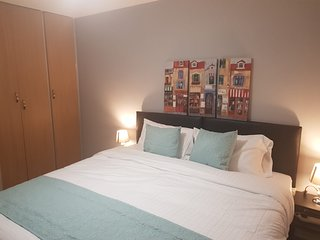 Sleeps 5, with own entrance & parking, Dagenham