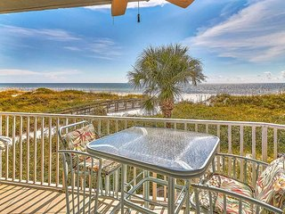 2 bedroom 2 bathroom on the sand Gulf Front