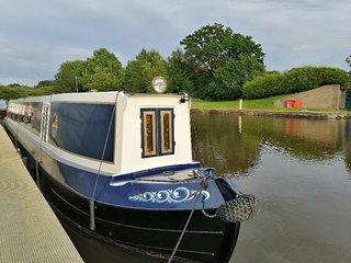 Luxury Narrowboat Hire - Cheshire