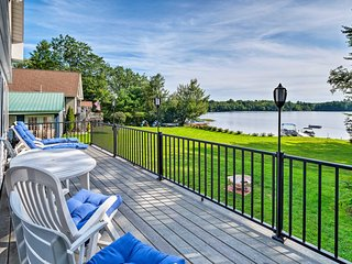 Updated Oakland Cottage w/Deck on McGrath Pond!
