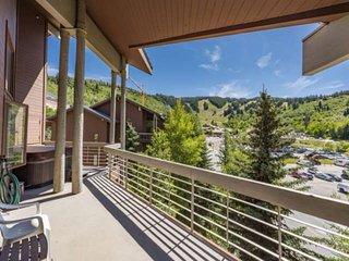 *FREE Kayaking * Private Hot Tub & Deck w Mountain Views, 2 Master Suites, Priva