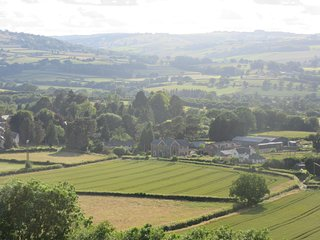 Spacious Tegfan Garden Suite B&B, Black Mountains & Brecon Beacons National Park