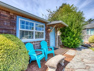 Colorful, dog-friendly cottage near beach & downtown await!