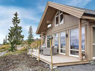 Nice home in Sjusjøen w/ 4 Bedrooms