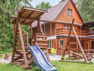 Amazing caravan in Ruzomberok w/ WiFi and 5 Bedrooms (TST752)