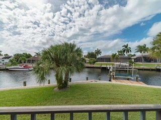 New!  A Great Value - Southern Exposure Waterfront Home w/WiFi; Walk to Beach, S