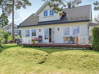 Amazing home in Tvedestrand w/ WiFi and 3 Bedrooms