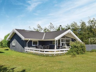 Nice home in Humble w/ Sauna, WiFi and 3 Bedrooms