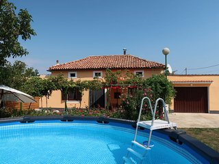 2 bedroom Villa with Air Con, WiFi and Walk to Beach & Shops - 5794513