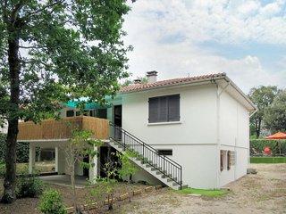 3 bedroom Villa with Walk to Beach & Shops - 5813028