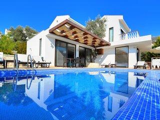 Kalkan Villa Sleeps 6 with Pool Air Con and WiFi - 5813004