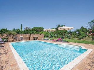Twee aantrekkelijke huizen op één van de glooiende heuvels van Lazio. (IRU531)