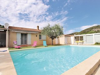 Amazing home in Boulbon w/ WiFi, Outdoor swimming pool and 2 Bedrooms