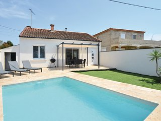 Stunning home in Beaucaire w/ Outdoor swimming pool, WiFi and Outdoor swimming p