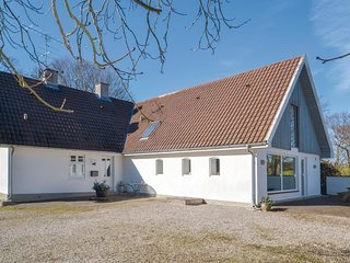 Stunning home in Grenaa w/ Sauna, WiFi and 5 Bedrooms