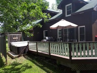 6 Bed Blue Mountain Cottage with Hot Tub #102 - Sleeps 14