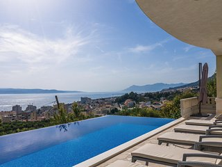Amazing home in Makarska w/ WiFi and 6 Bedrooms