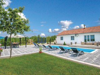 Stunning home in Vinjani Gornji w/ WiFi and 3 Bedrooms (CDF979)