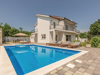 Awesome home in Imotski w/ Sauna, WiFi and 4 Bedrooms (CDT180)