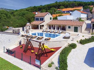 Beautiful home in Dubrava w/ WiFi and 6 Bedrooms