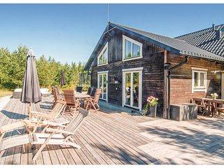 Amazing home in Lärbro w/ 4 Bedrooms (S42121)