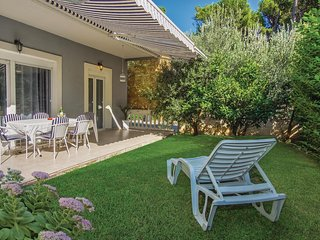 Awesome home in Mravince w/ WiFi and 3 Bedrooms