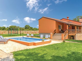 Amazing home in Vodnjan w/ WiFi, 3 Bedrooms and Outdoor swimming pool (CIC975)