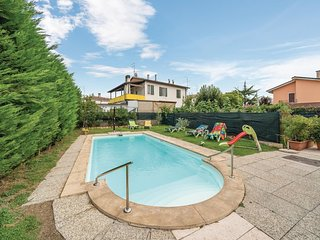 Beautiful home in Verona VR w/ WiFi, Outdoor swimming pool and 5 Bedrooms (IVR00