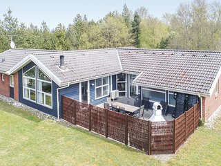 Awesome home in Blåvand w/ Sauna, WiFi and 5 Bedrooms (P32907)