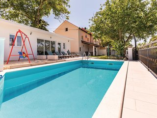 Beautiful home in Vinjani Donji w/ WiFi, 3 Bedrooms and Outdoor swimming pool (C