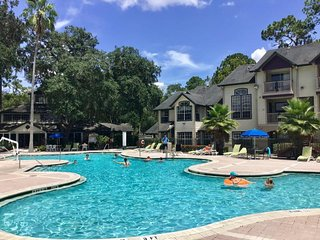 Special Promo! Fantastic 1BR/1BA JR Suite, Pool, Close to Parks