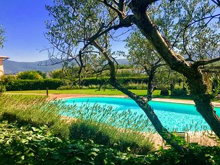 SPOLETO TRANQUILITA. WIFI. EXCLUSIVE POOL. YOGA STUDIO. SPOLETO 3 KMS. ROME 1 HR