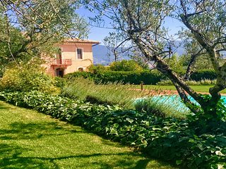 SPOLETO POOL TRANQUILITA - SLEEPS 20. HIGH QUALITY, SPOLETO 10 MINS. ROME 1 HR
